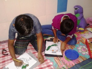 Nest-Community-Health-Workers-encourage-children-to-draw-and-paint-while-waiting-in-the-queue,-at-the-Lady-Ridgeway-Hospital-for-children,-Colombo.-They-are-at-the-Psychiatric-clinic