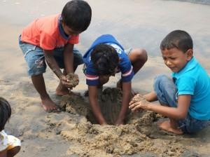 Play-House-children-at-beach-in-Palliyawatte-near-Kåre-House